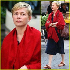 """Michelle Williams gravando em Nova York o remake do filme dinamarquês """"Depois do Casamento"""", no papel originalmente interpretado por Mads Mikkelsen"""